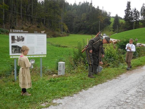 Pohod ob rapalski meji; igrani prizor Meja; 20. 09. 2015